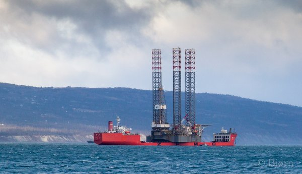 Endeavor Jackup rig prepares to leave Alaskan waters and is being transported by 765-foot heavy lift vessel Zhen Hua.
